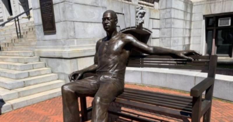 Inauguran una estatua de George Floyd en Nueva York