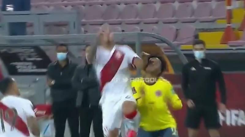 VIDEO Codazo de Miguel Trauco a Cuadrado en Perú vs Colombia
