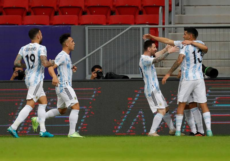 Guido Rodríguez anota el primero de Argentina ante Uruguay