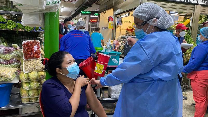 Bogotá habilita puntos de vacunación contra COVID-19 en plazas de mercado