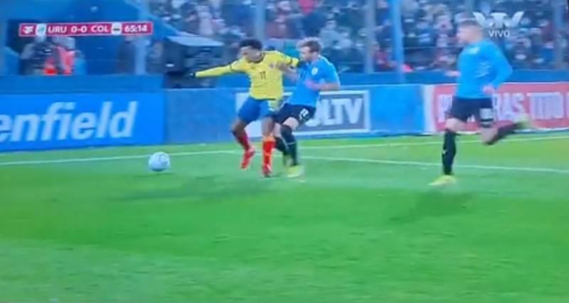 Por un manotazo, Colombia pierde a Cuadrado para el juego contra Brasil
