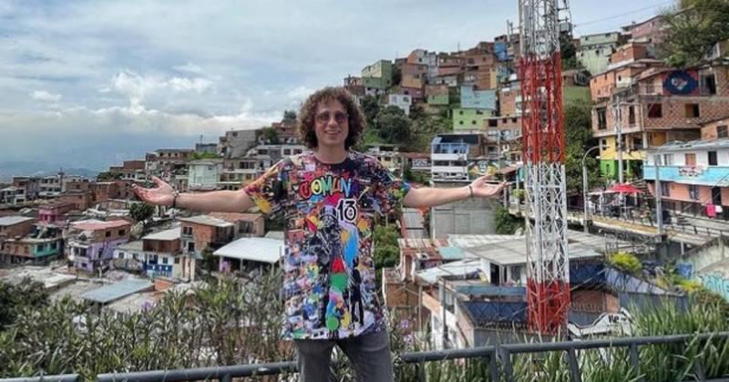 """Luisito Comunica visitó Medellín y en la Comuna 13 hasta un beso le """"robaron"""""""