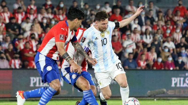 Argentina sufrió más de la cuenta en Asunción, pero arrancó un punto