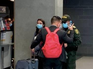 Karen Abudinen fue vista en el aeropuerto, a punto de irse del país