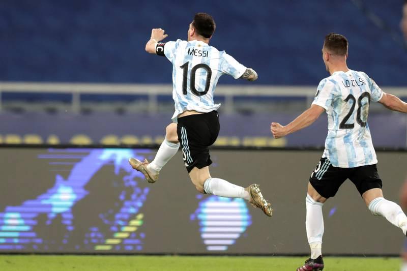Una 'joya' de Messi le dio el primer gol de la Copa a Argentina