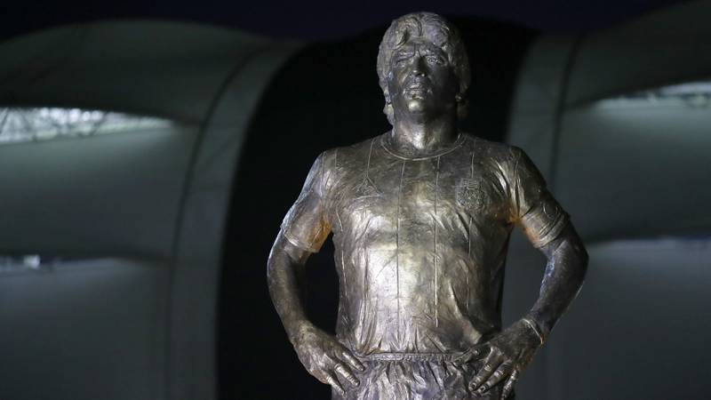Impresionante estatua de Maradona se estrenó antes de Argentina-Chile